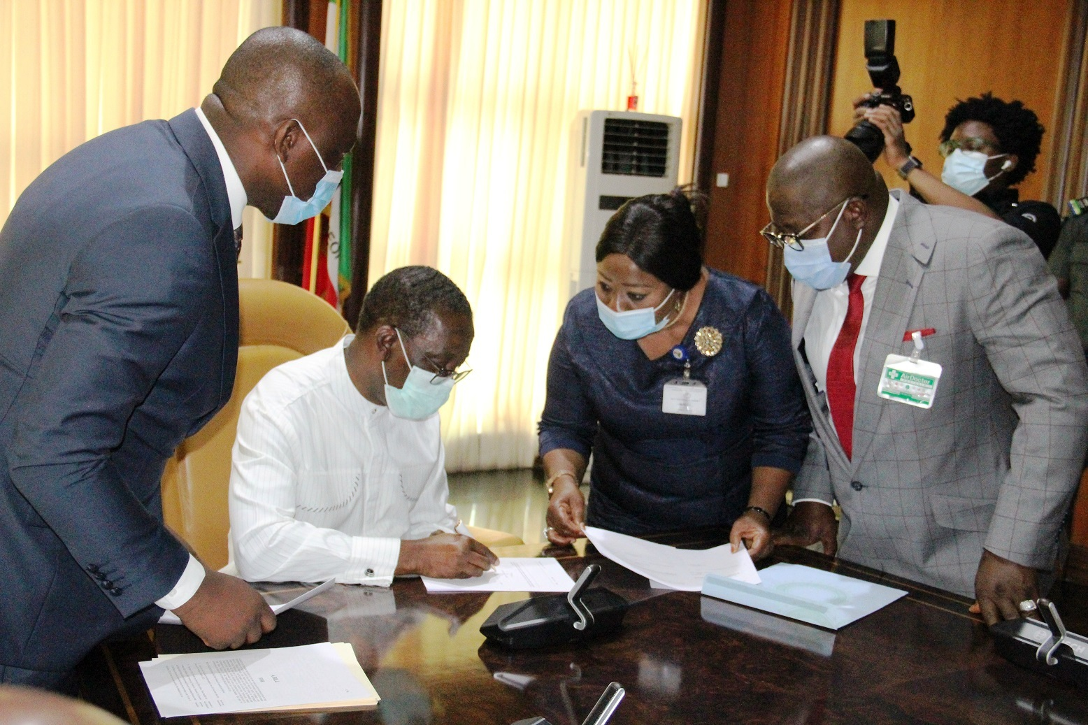 Delta Governor, Senator Dr. Ifeanyi Okowa (left); Speaker, Delta State House of Assembly, Rt. Hon. Sheriff Oborevwori (right) and Clerk of the House, Barr. (Mrs.) Lyna Ocholor, during the signing of the 2021 Appropriation Bill into Law by the Governor in Government House , Monday 30/11/20. Asaba.